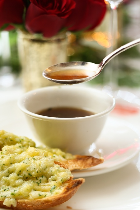 australian-red-onion-soup-with-gruyere-toasts_02-blog