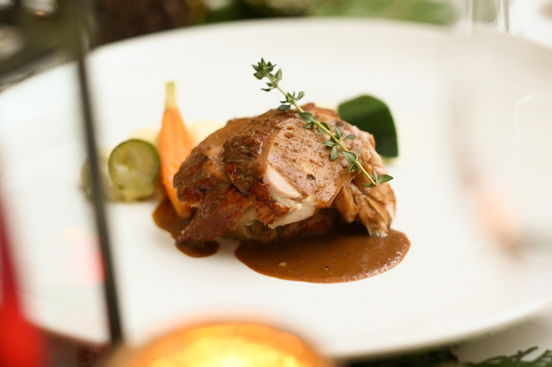 roasted-turkey-with-parsnip-mashed-roasted-root-vegetables-stuffing-and-giblet-gravy_02-blog