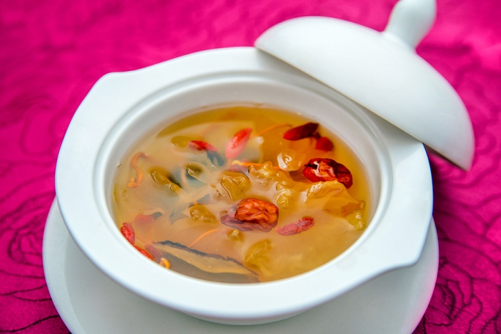double-boiled-abalone-soup-with-dried-scallop-and-snow-dates